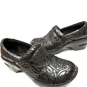 Born Concept Black Leather Peggy Clogs Nursing